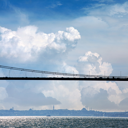Side View「Istanbul cityscape with cable-stayed bridge over cloudy sky」:スマホ壁紙(16)