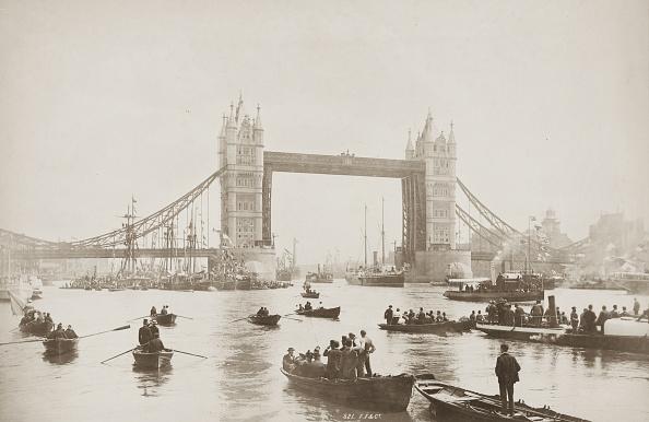 Rowing「Tower Bridge Opens」:写真・画像(5)[壁紙.com]