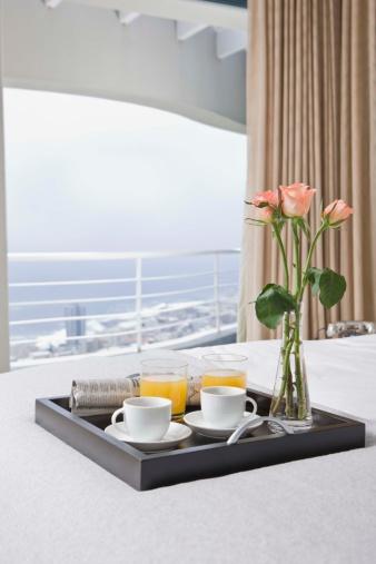 Tray「Room service breakfast tray on bed in hotel room」:スマホ壁紙(15)