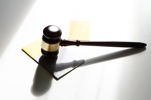 Legislation「Gavel on bank book and credit card」:スマホ壁紙(18)