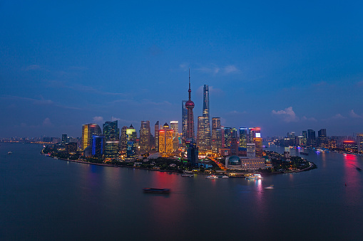 月「Night view of Shanghai City」:スマホ壁紙(11)