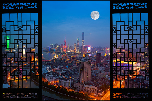 月「Night view of Shanghai City,China」:スマホ壁紙(18)