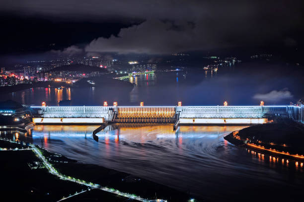 Three Gorges「Night View Of Illuminated Three Gorges Dam In Yichang」:写真・画像(6)[壁紙.com]