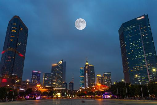月「Night view of Guangzhou City,Guangdong Province,China」:スマホ壁紙(1)