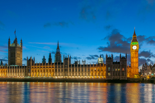 Regency Style「Night view of the Houses of Parliament, the Big Ben and the Thames River at the city of Westminster, London, England, UK.」:スマホ壁紙(12)