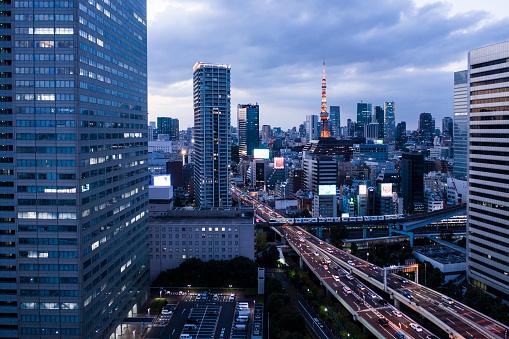 東京都中央区「東京都の夜景画像多くのタワー マンションが並ぶ。東京築地の鳥の目のビュー。夜の風景。」:スマホ壁紙(9)