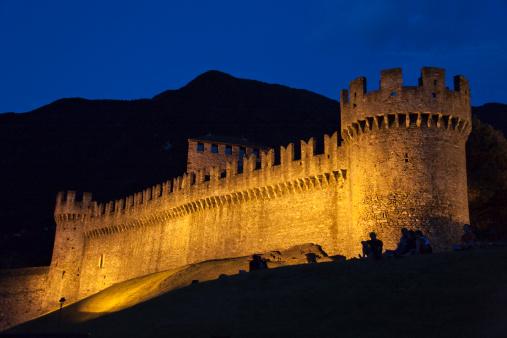 UNESCO「Night view of Montebello Castle」:スマホ壁紙(18)