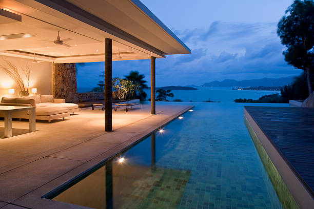 Night view of beautiful villa on island:スマホ壁紙(壁紙.com)