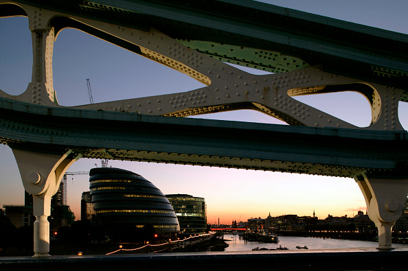 Dawn「Night view of the GLA building and other office building by the river Thames, London, UK.」:写真・画像(13)[壁紙.com]