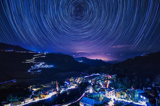star sky「Night view of terraced fields in Yuanyang,Yunnan Province,China」:スマホ壁紙(2)