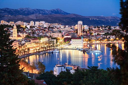 アドリア海「クロアチア、スプリット旧市街の夜景」:スマホ壁紙(4)
