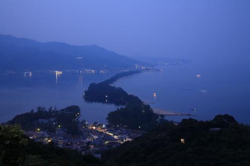 京都の夜「Night View of Ama-no-hashidate, Miyazu, Kyoto, Japan」:スマホ壁紙(6)