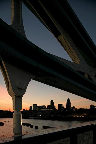 Dawn「Night view of the City of London from Tower Bridge, London, UK」:写真・画像(10)[壁紙.com]