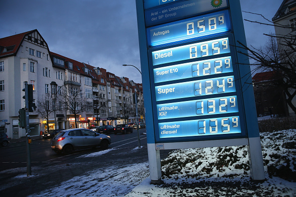 Finance and Economy「Petrol Prices Continue To Fall」:写真・画像(5)[壁紙.com]