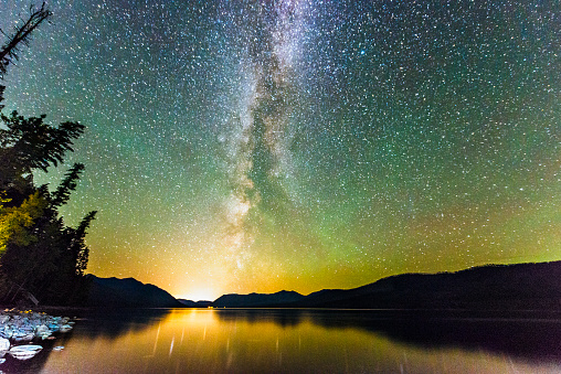 Awe「Glacier National Park Night Stars Reflection in Scenic Lake Montana」:スマホ壁紙(6)