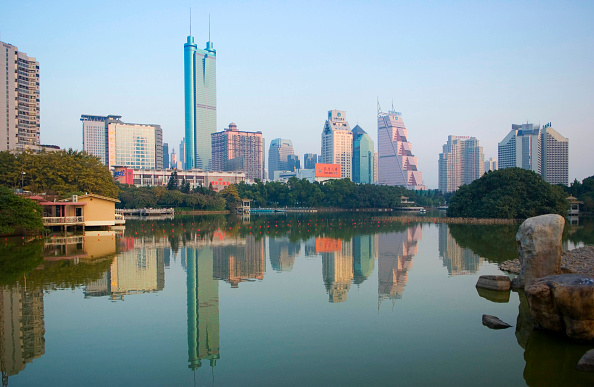 Clear Sky「Shenzhen skyline with landmark Diwang Building, Guangdong, China」:写真・画像(0)[壁紙.com]