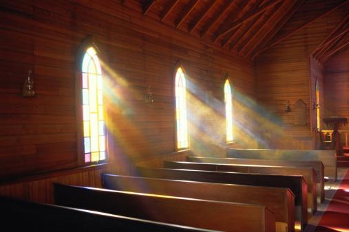 Southern USA「Light streaming through arched windows of church」:スマホ壁紙(4)