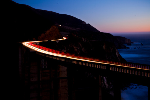 Bixby Creek Bridge「Light streaks from cars on the Bixby Bridge.」:スマホ壁紙(2)