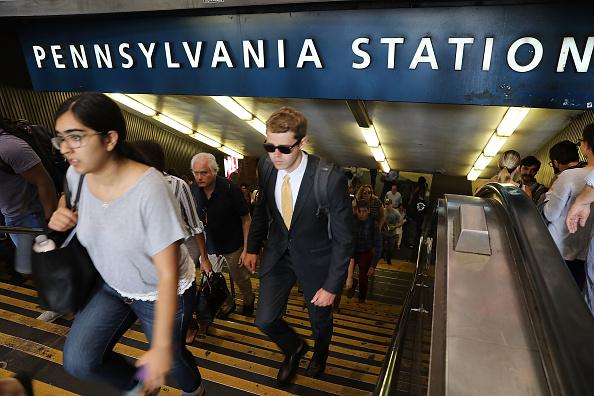 鉄道・列車「NYC Commuters Begin 'Summer Of Hell' As Penn Station Begins Major Track Repairs」:写真・画像(13)[壁紙.com]