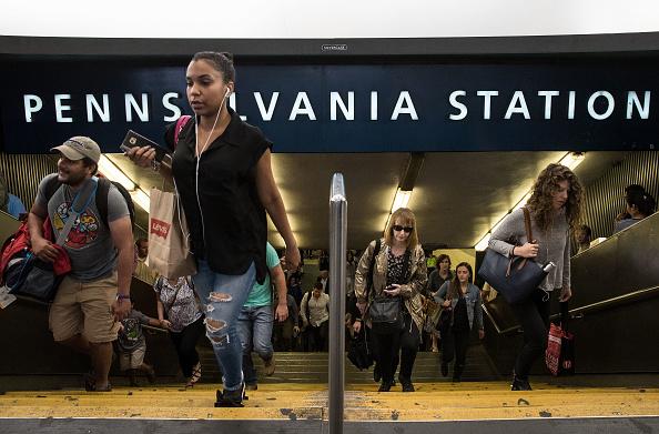 鉄道・列車「More Delays For New York Commuters As Another Train Derails At Penn Station」:写真・画像(18)[壁紙.com]