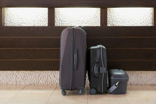 Hotel Reception「Three suitcases in a row」:スマホ壁紙(2)