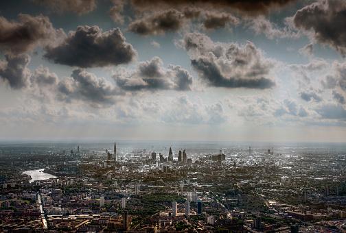 胸を打つ「Aeral view of London from the East」:スマホ壁紙(2)