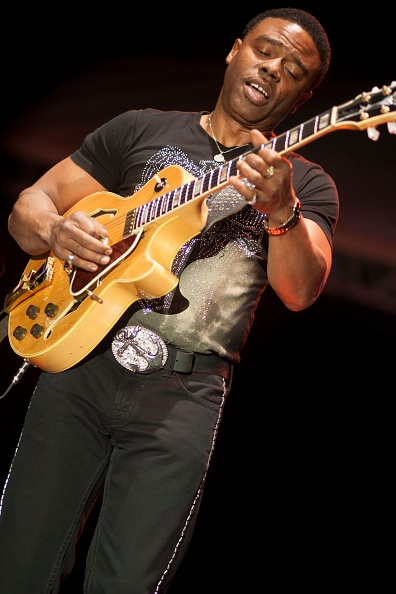 Electric Guitar「Norman Brown, 2010」:写真・画像(14)[壁紙.com]