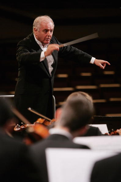 Repetition「Daniel Barenboim Rehearses with West-Eastern Divan Orchestra」:写真・画像(7)[壁紙.com]