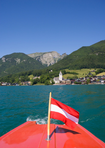 Salzkammergut「Austria, Boat with flag in Wolfgangsee Lake」:スマホ壁紙(19)