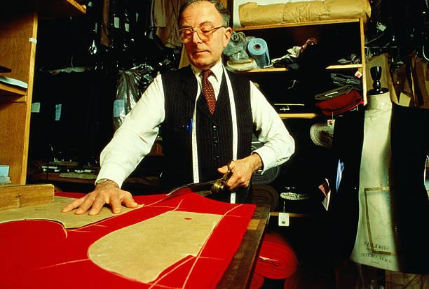 Tailor cutting material at  Bernard Weathrills tailors.:ニュース(壁紙.com)