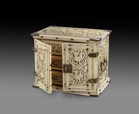 Costume Jewelry「Ivory Cabinet」:写真・画像(8)[壁紙.com]