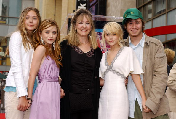 Respect「Ashley and Mary-Kate Olsen Get A Star On The Walk of Fame」:写真・画像(18)[壁紙.com]