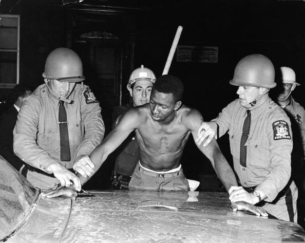 Rochester - New York State「State Troopers Arrest Man During Curfew In Rochester」:写真・画像(0)[壁紙.com]