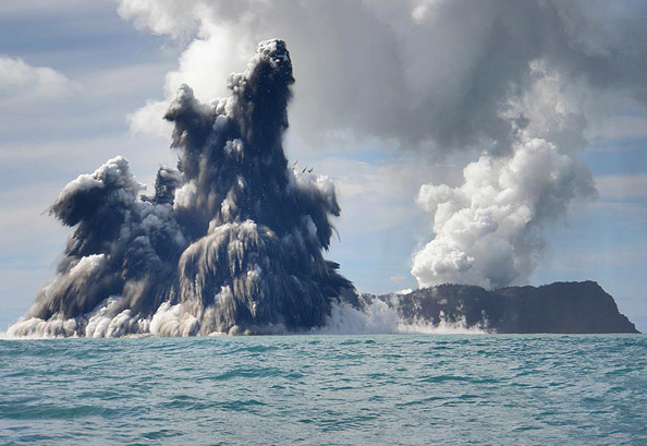 Underwater「Undersea Volcano Erupts Off Of Tonga」:写真・画像(11)[壁紙.com]