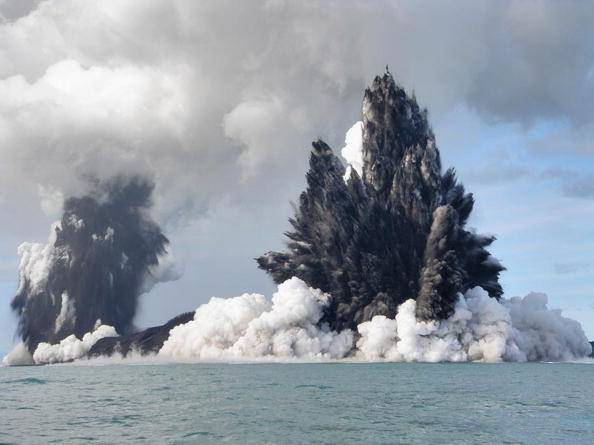 Underwater「Undersea Volcano Erupts Off Of Tonga」:写真・画像(3)[壁紙.com]