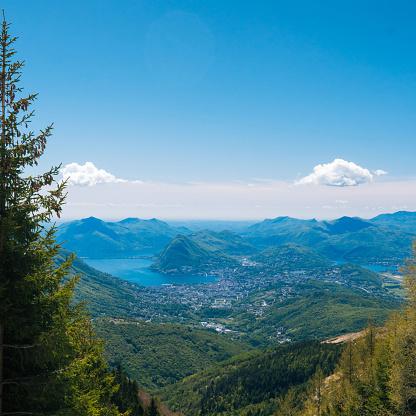 雲「View of alpine lake and mountains」:スマホ壁紙(19)