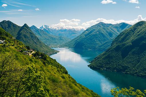 ティチーノ州「View of alpine lake and snow capped mountains」:スマホ壁紙(5)