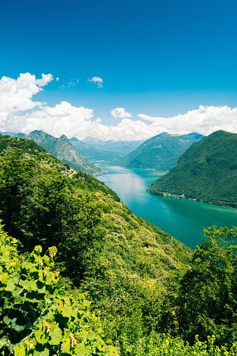 雲「View of alpine lake and snow capped mountains」:スマホ壁紙(16)