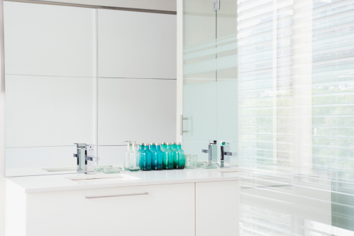 Bathroom「Glass walls and sink in modern, white bathroom」:スマホ壁紙(17)