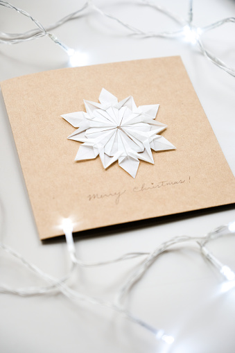 Paper Craft「Origami Snowflake with Christmas lights」:スマホ壁紙(12)