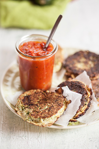Veggie Burger「Dish of zucchini fritters and glass of tomato sauce」:スマホ壁紙(19)