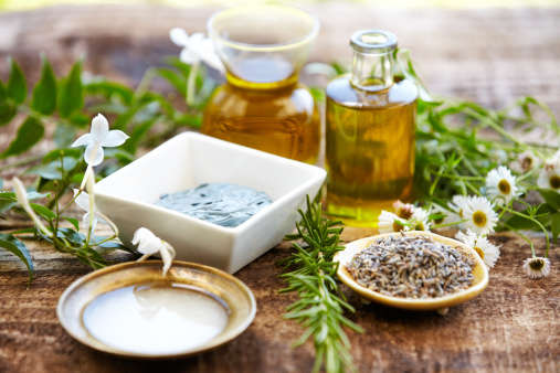 Feng Shui「Still life of herbs, massage oil, mud mask, rosemary, salt」:スマホ壁紙(17)