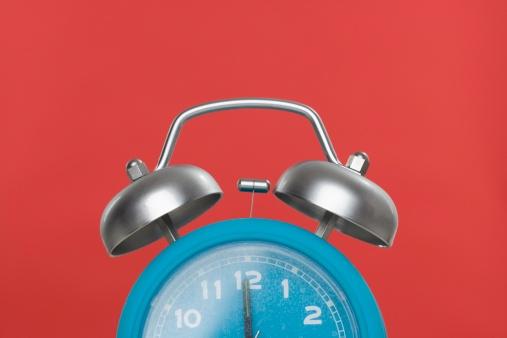 Unrecognizable Person「Still life of an alarm clock」:スマホ壁紙(1)