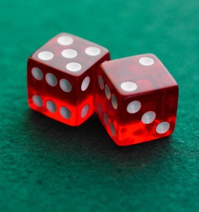 Weekend Activities「Still life of pair of dice」:スマホ壁紙(2)