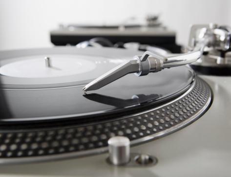 Spinning「Still life of turntables and record」:スマホ壁紙(5)