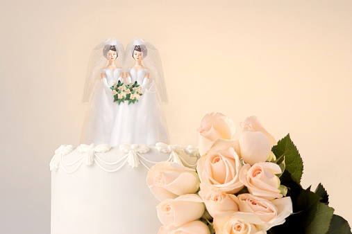 Married「Still life of the top of a wedding cake with two miniature brides cake topper and roses at the side」:スマホ壁紙(19)