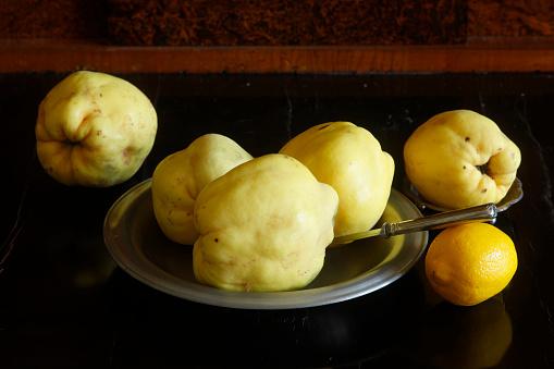 カリン「Still life with quinces and lemon」:スマホ壁紙(11)