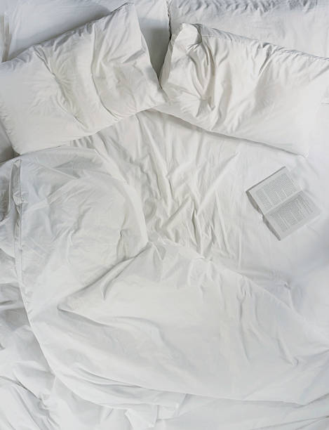 Still life of a book opened on a bed:スマホ壁紙(壁紙.com)