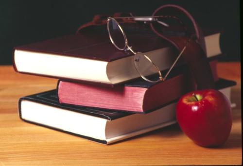 Belt「Still life of nostalgic bundle of schoolbooks with spectacles and apple」:スマホ壁紙(3)