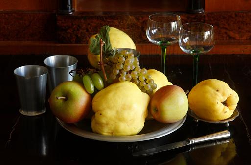 カリン「Still life with quinces, apples and grapes」:スマホ壁紙(5)
